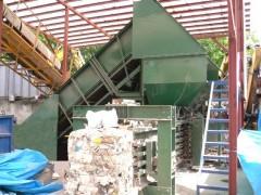紙くず、繊維くず、廃プラ、金属くず、圧縮梱包機